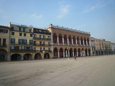 Loggia Amulea in Piazza Prato Della Valle lungo