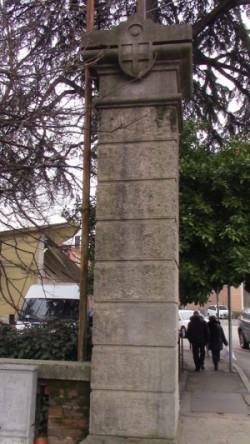 colonna con stemma di Padova piazza