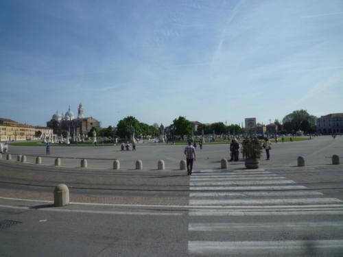 La piazza co vista dell' isola (parco) Memmia e Santa Giustina